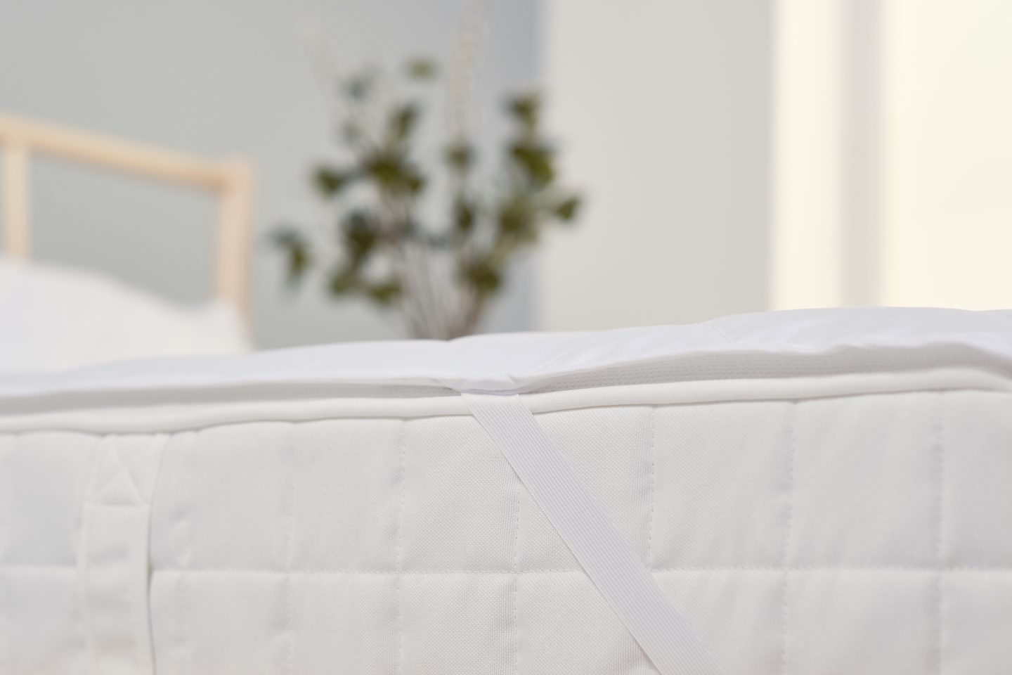 The edge of a mattress protector